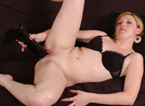 Jacinda plowing her mature pussy